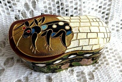 Small Vintage Jing Fa Chinese Cloisonne Enamel Box Cricket Insect Bug & Flowers