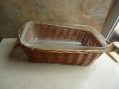 Glasbake Clear Loaf Pan 1 1/2Qt. with Wicker Serving Basket