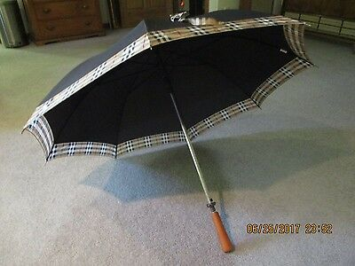 Vintage 1990 Burberry Umbrella NOS with tags 40 inches wide Handle to top 31 in.