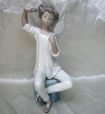 Vintage Lladro Porcelain Figurine Girl with Brush and Mirror Mint!