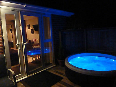 Log Cabin Anniversary, Birthday Break With Private Hot Tub in The New Forest