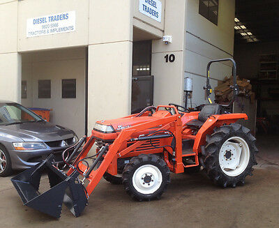 Used Kubota tractor 28hp 4wd diesel L1-235DT with 4in1 loader, ROPS and linkages