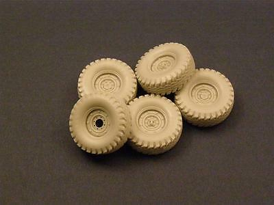 Road Wheels with spare for HUMVEE, RE35-075, PANZER ART, 1:35