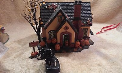 Department 56 Snow Village Halloween Lighted, The Pumpkin House in Box.