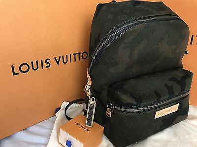 748b8f3777a2 AUTHENTIC LOUIS VUITTON x Supreme Apollo Backpack Camo PLUS Dice Keychain