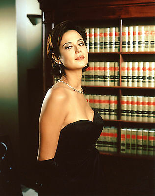 Teri Hatcher Sexy Posing With Her Black Dress 8x10 Picture Celebrity Print