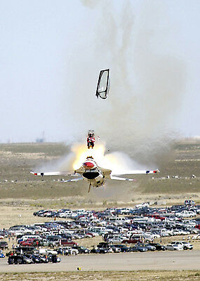 Stunning Photo of US Thunderbird Pilot Ejecting from Plane after Malfunction