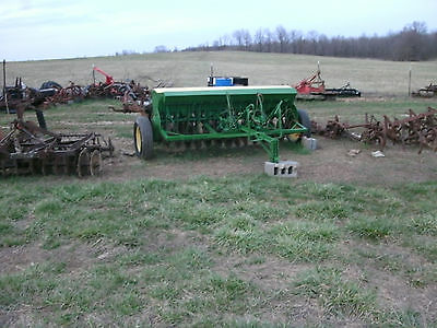John Deere Van Brunt 10' seed drill { Check with me for the cheapest shipping }