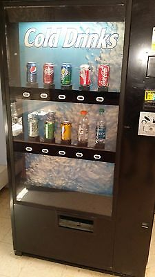 Dixie Narco 501E, Multi Price Soda Vending Machine Cold Drink Can or Bottle.
