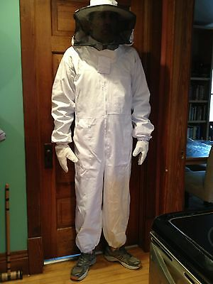 Heavy Duty Full Beekeeping Suit, NEW! size Med. round style hood, Free shipping!