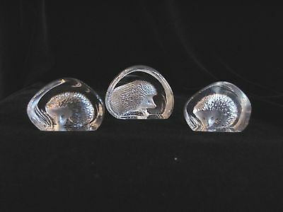 PAPERWEIGHT Set of 3 Etched Crystal Hedgehogs MAT JONASSON SWEDEN Signed