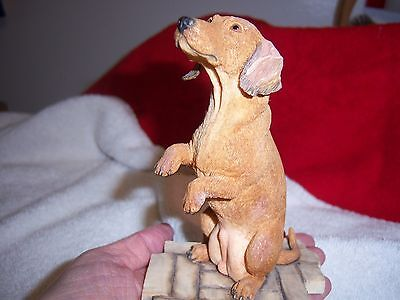 VINTAGE COBBLESTONE SITTING DACHSHUND FIGURINE - by Sherratt & Simpson, Japan