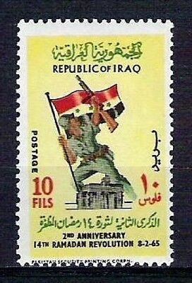 IRAQ IRAK Revolution Soldier Iraqi Flag  Rifle  SC 366 SG 672 1965 MNH