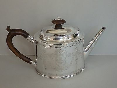 GEORGE III ANTIQUE STERLING SILVER TEAPOT - HESTER BATEMAN - LONDON 1781 - 407g
