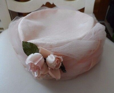 Ladies vintage Pillbox blush pink hat with roses and net