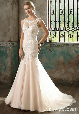 6c9fb9948e01 Sleeveless Formal Wedding Gown With Buttons, Delivery In About 28 Days.