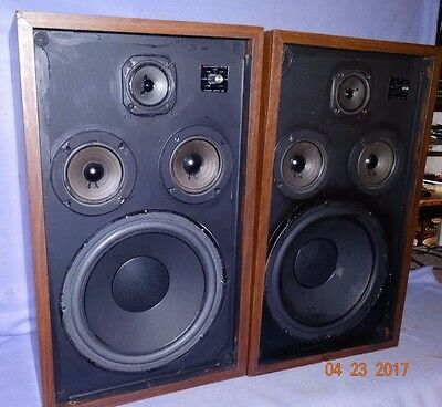 Excellent Sounding Pair Of Wood Grained 3 Way Speakers Linear Series V11
