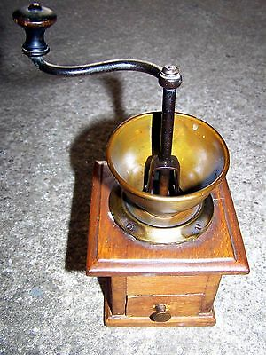 Kleine Kaffeemühle aus Holz Mokkamühle old small wooden coffee or mocca mill