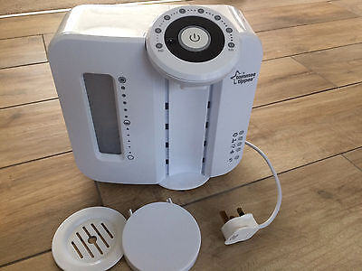 Tommee Tippee Perfect Prep Machine plus set x2 Tommee Tippee 150ml Bottles (new)