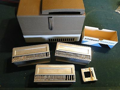 Vintage Airequipt Slide Projector Festival 60 an 3 Slide Mags, Slides an Remote