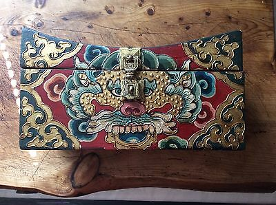 Oriental Hand painted decorated jewellery / trinket box in headrest shape