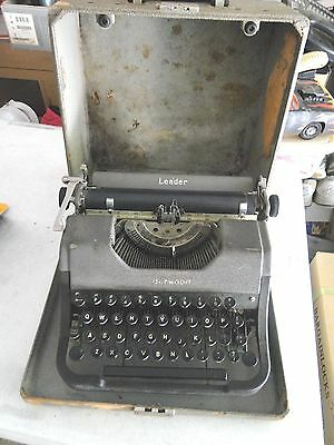 Vintage 1949 ? Underwood Leader Typewriter with Original Case. Serial # M32344.