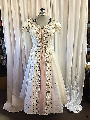 Vintage 1950s 1960s CARLYE Capri Dress White Pink Embroidery