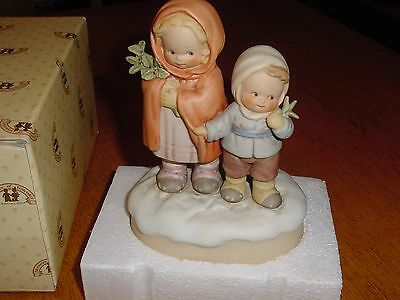 """Memories Of Yesterday 115371 Music Box """"We wish you a Merry Christmas"""""""
