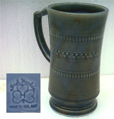 WADE IRISH PORCELAIN TANKARD.  5½ INCHES (14 cm) TALL. BLUE INTERIOR