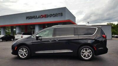 2017 Chrysler Town & Country  2017 Chrysler Limited