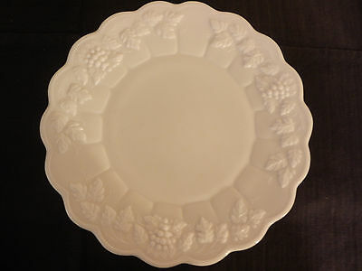 "WESTMORELAND Milk Glass Paneled Grape 10½"" Dinner Plate Vintage Perfect!"