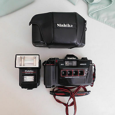 Nishika N8000 35mm 3-D Film Camera With Twin Light 3010 Flash And Case