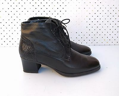 Size 7 Vintage ladies Black classic lace up leather ankle boots