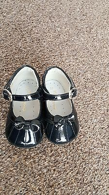 Spanish pretty original baby girl patent leather shoes size 17 UK infant 1