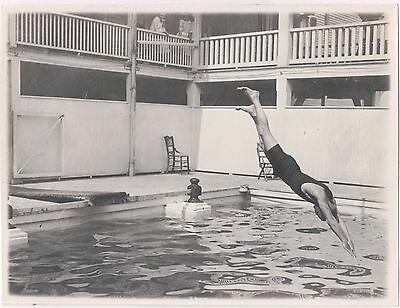 AMAZING! ORIGINAL 1920s SNAPSHOT Photo MAN DIVING in MID-AIR CAPTURED PERFECTLY!