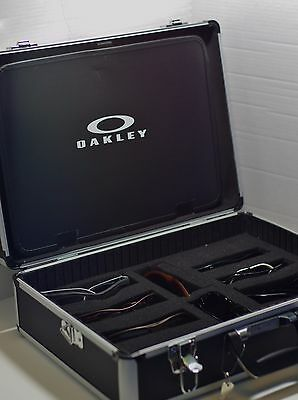 Metal Oakley sunglasses locking Travel Display Case stand fits 8-10 shades
