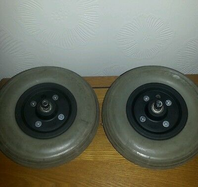 Wheelchair wheels and tyres