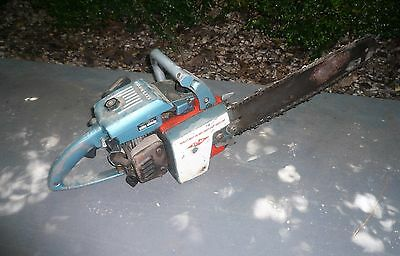 VINTAGE 1960s HOMELITE XL12 CHAINSAW COMPLETE WITH GOOD COMPRESSION