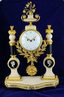 LOUIS XVI FUSEE FRENCH MANTLE CLOCK - Late 18th century
