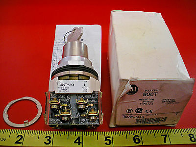 Allen Bradley 800T-J44A Ser T Selector Switch 3-Position Maintained Key Operated