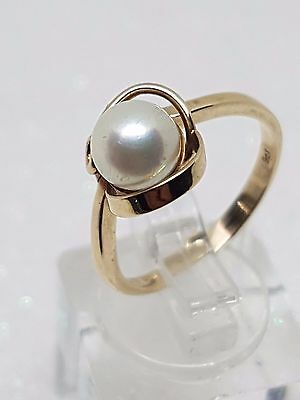 100% Genuine 9Ct Yellow Gold Pearl Ring With A Swirl Size