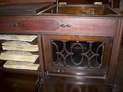 Old Cabinet Gramophone & 36 Records