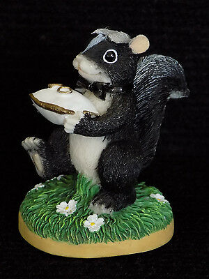 CHARMING TAILS - Stewart Skunk - The Ring Bearer