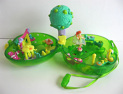 Polly Pocket Fruit Surprise Apple Compact 2000 w/ Lea Doll