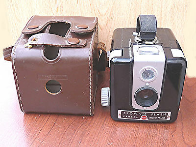 ancien appareil photo brownie flash camera kodak avec etui eur 12 00 picclick be. Black Bedroom Furniture Sets. Home Design Ideas