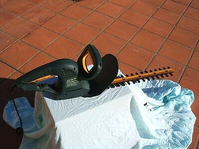 hedge trimmer  ozito  ht-501 450 watt blade length 360mm  cutting capacity:11mm