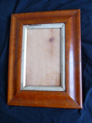 An Antique Birds Eye Maple Portrait Picture Frame 1850-1900 Nice Example