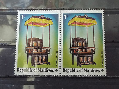Paire 2 timbres neuf Maldives : Trône Royal