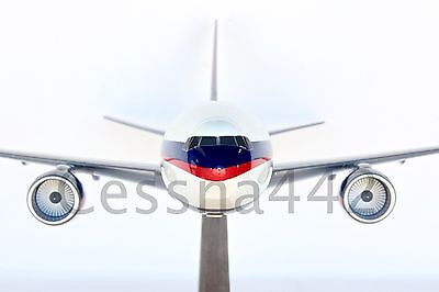 PACMIN - Boeing 777-200 DELTA Air Lines 1/100 Scale Collectable Base Gift