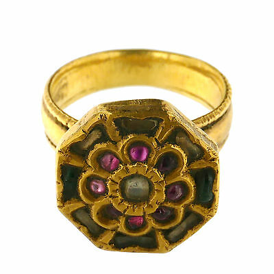 (1712)Antique gold ring from India.